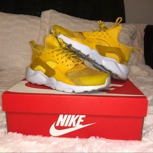 Nike Air Huarache Run Ultra GS / mineral yellow